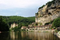 self guided walking holiday Dordogne France